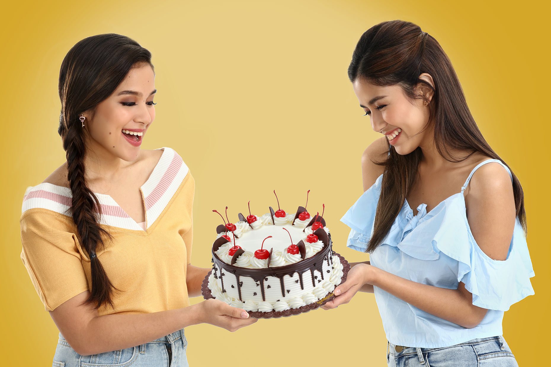 cake-two-girls
